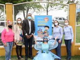 Empresas privadas doam brinquedos e realizam festas para as crianças em duas escolas infantis